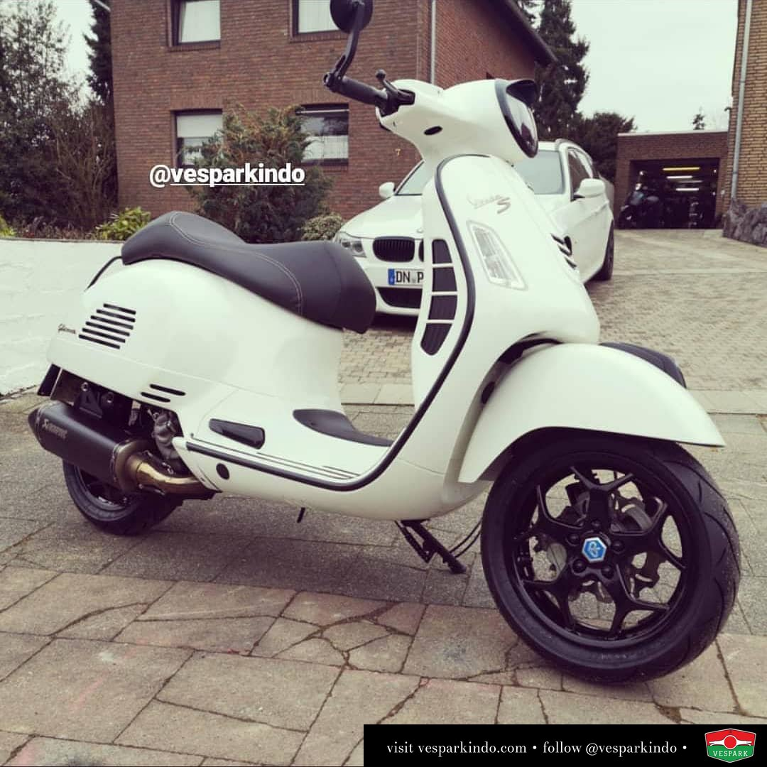 Vespa GTS white custom modified @gts300driver