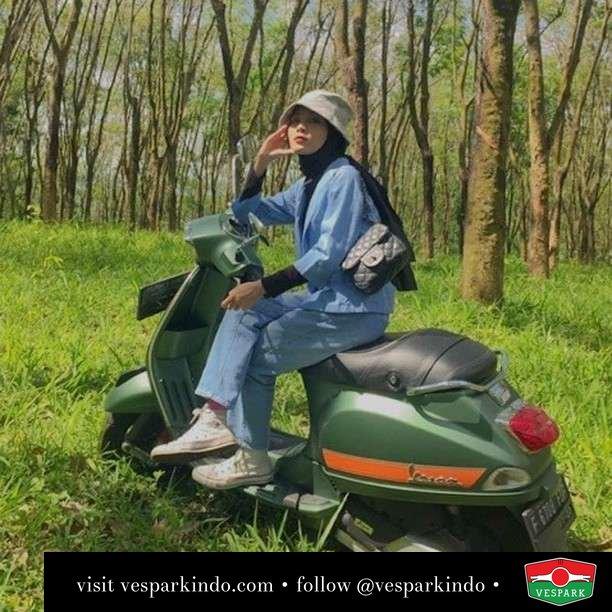 Dreaming about Vespa  Live More Ride Vespa Saatnya anda miliki scooter matic legendaris Vespa!  Geser untuk lihat Vespa S terbaru genuine aksesoris Vespa @vesparkindo dan lihat sorotan utk paket promo aksesoris   Tersedia penawaran leasing/kredit menarik untuk semua tipe Vespa. Cek info di web, link di bio  Hubungi dealer resmi Vespark Piaggio Vespa Medan Sumut @vesparkindo untuk pesanan Medan, Aceh, Riau dan Sumut Dealer tetap buka selama liburan silakan WA 0815-21-595959 untuk appointment, jam buka dan DM utk brosur terbaru  Kunjungi: VESPARK: Piaggio Vespa 3S ShowPark Jln Prof HM Yamin No.16A (simpang Jln Jawa)  Medan Telp. 061-456-5454 Cek IG @vesparkindo   @winandaakp