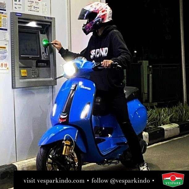 Drive thru in style  Live More Ride Vespa Saatnya anda miliki scooter matic legendaris Vespa!  Geser untuk lihat genuine aksesoris Vespa @vesparkindo dan lihat sorotan utk paket promo aksesoris   Tersedia penawaran leasing/kredit menarik untuk semua tipe Vespa. Cek info di web, link di bio  Hubungi dealer resmi Vespark Piaggio Vespa Medan Sumut @vesparkindo untuk pesanan Medan, Aceh, Riau dan Sumut Dealer tetap buka selama liburan silakan WA 0815-21-595959 untuk appointment, jam buka dan DM utk brosur terbaru  Kunjungi: VESPARK: Piaggio Vespa 3S ShowPark Jln Prof HM Yamin No.16A (simpang Jln Jawa)  Medan Telp. 061-456-5454 Cek IG @vesparkindo   @ridhoramadhann_