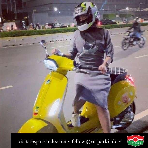 Night Ride with Vespa  Live More Ride Vespa Saatnya anda miliki scooter matic legendaris Vespa!  Geser untuk lihat genuine aksesoris Vespa @vesparkindo dan lihat sorotan utk paket promo aksesoris   Tersedia penawaran leasing/kredit menarik untuk semua tipe Vespa. Cek info di web, link di bio  Hubungi dealer resmi Vespark Piaggio Vespa Medan Sumut @vesparkindo untuk pesanan Medan, Aceh, Riau dan Sumut Dealer tetap buka selama liburan silakan WA 0815-21-595959 untuk appointment, jam buka dan DM utk brosur terbaru  Kunjungi: VESPARK: Piaggio Vespa 3S ShowPark Jln Prof HM Yamin No.16A (simpang Jln Jawa)  Medan Telp. 061-456-5454 Cek IG @vesparkindo   @babyscooter__