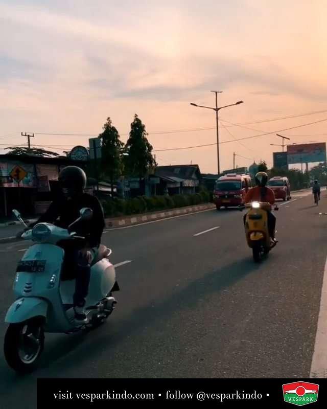 Binjai riding  Live More Ride Vespa @vesparkindo Saatnya anda miliki scooter matic legendaris Vespa!  Tersedia penawaran leasing/kredit menarik untuk semua tipe Vespa. Cek info di web, link di bio  Hubungi dealer resmi Vespark Piaggio Vespa Medan Sumut @vesparkindo untuk pesanan Medan, Aceh, Riau dan Sumut Dealer tetap buka selama liburan silakan WA 0815-21-595959 untuk appointment, jam buka dan DM utk brosur terbaru  Kunjungi: VESPARK: Piaggio Vespa 3S ShowPark Jln Prof HM Yamin No.16A (simpang Jln Jawa)  Medan Telp. 061-456-5454 Cek IG @vesparkindo   @penkyoye