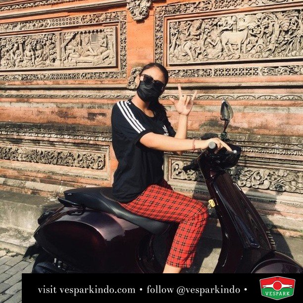 Hatimu dan hatiku ketemu dengan Vespa  Live More Ride Vespa Saatnya anda miliki scooter matic legendaris Vespa!  Geser untuk lihat genuine aksesoris Vespa @vesparkindo dan lihat sorotan utk paket promo aksesoris   Tersedia penawaran leasing/kredit menarik untuk semua tipe Vespa. Cek info di web, link di bio  Hubungi dealer resmi Vespark Piaggio Vespa Medan Sumut @vesparkindo untuk pesanan Medan, Aceh, Riau dan Sumut Dealer tetap buka selama liburan silakan WA 0815-21-595959 untuk appointment, jam buka dan DM utk brosur terbaru  Kunjungi: VESPARK: Piaggio Vespa 3S ShowPark Jln Prof HM Yamin No.16A (simpang Jln Jawa)  Medan Telp. 061-456-5454 Cek IG @vesparkindo   @B_M102rlguI