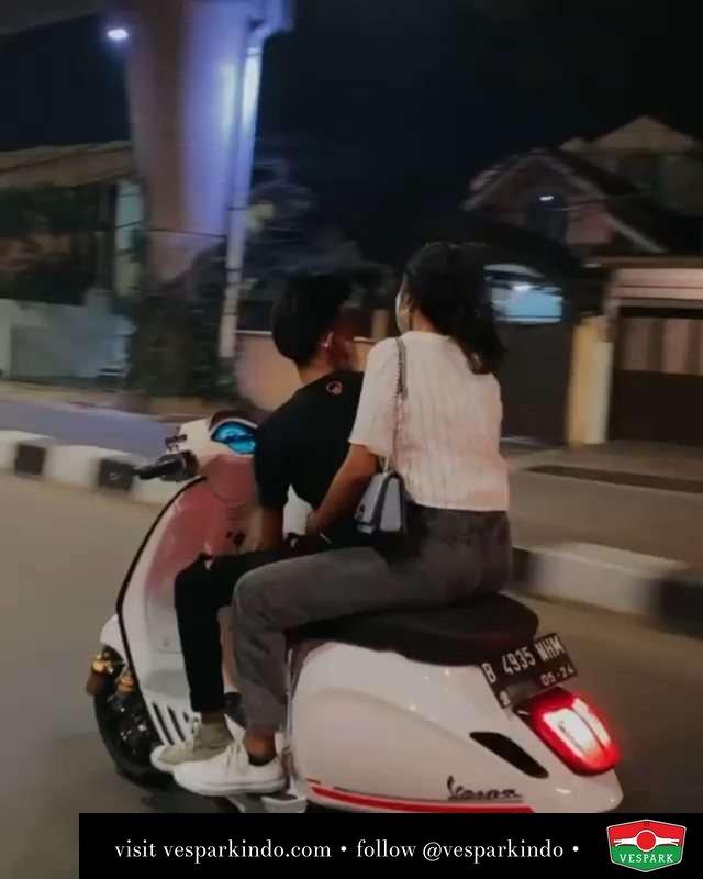 Mohon maaf lahir dan bathin  Live More Ride Vespa Saatnya anda miliki scooter matic legendaris Vespa!  Tersedia penawaran leasing/kredit menarik untuk semua tipe Vespa. Cek info di web, link di bio  Hubungi dealer resmi Vespark Piaggio Vespa Medan Sumut @vesparkindo untuk pesanan Medan, Aceh, Riau dan Sumut Dealer tetap buka selama liburan silakan WA 0815-21-595959 untuk appointment, jam buka dan DM utk brosur terbaru  Kunjungi: VESPARK: Piaggio Vespa 3S ShowPark Jln Prof HM Yamin No.16A (simpang Jln Jawa)  Medan Telp. 061-456-5454 Cek IG @vesparkindo   @rayydark