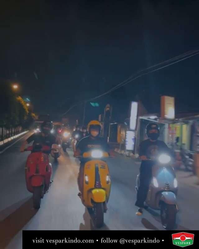 Night riding   Live More Ride Vespa Saatnya anda miliki scooter matic legendaris Vespa!  Tersedia penawaran leasing/kredit menarik untuk semua tipe Vespa. Cek info di web, link di bio  Hubungi dealer resmi Vespark Piaggio Vespa Medan Sumut @vesparkindo untuk pesanan Medan, Aceh, Riau dan Sumut Dealer tetap buka selama liburan silakan WA 0815-21-595959 untuk appointment, jam buka dan DM utk brosur terbaru  Kunjungi: VESPARK: Piaggio Vespa 3S ShowPark Jln Prof HM Yamin No.16A (simpang Jln Jawa)  Medan Telp. 061-456-5454 Cek IG @vesparkindo   @santscoot