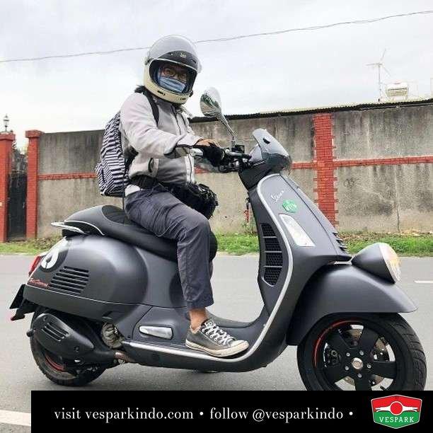 Sei giorni GTV  Live More Ride Vespa Saatnya anda miliki scooter matic legendaris Vespa!  Geser untuk lihat genuine aksesoris Vespa @vesparkindo dan lihat sorotan utk paket promo aksesoris   Tersedia penawaran leasing/kredit menarik untuk semua tipe Vespa. Cek info di web, link di bio  Hubungi dealer resmi Vespark Piaggio Vespa Medan Sumut @vesparkindo untuk pesanan Medan, Aceh, Riau dan Sumut Dealer tetap buka selama liburan silakan WA 0815-21-595959 untuk appointment, jam buka dan DM utk brosur terbaru  Kunjungi: VESPARK: Piaggio Vespa 3S ShowPark Jln Prof HM Yamin No.16A (simpang Jln Jawa)  Medan Telp. 061-456-5454 Cek IG @vesparkindo