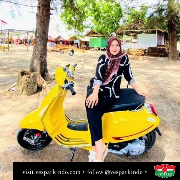 Shine bright   Live More Ride Vespa Saatnya anda miliki scooter matic legendaris Vespa!  Geser untuk lihat genuine aksesoris Vespa @vesparkindo dan lihat sorotan utk paket promo aksesoris   Tersedia penawaran leasing/kredit menarik untuk semua tipe Vespa. Cek info di web, link di bio  Hubungi dealer resmi Vespark Piaggio Vespa Medan Sumut @vesparkindo untuk pesanan Medan, Aceh, Riau dan Sumut Dealer tetap buka selama liburan silakan WA 0815-21-595959 untuk appointment, jam buka dan DM utk brosur terbaru  Kunjungi: VESPARK: Piaggio Vespa 3S ShowPark Jln Prof HM Yamin No.16A (simpang Jln Jawa)  Medan Telp. 061-456-5454 Cek IG @vesparkindo   @zunnuraini1999