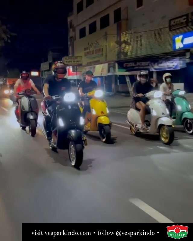 TakbiRUN  Live More Ride Vespa Saatnya anda miliki scooter matic legendaris Vespa!  Tersedia penawaran leasing/kredit menarik untuk semua tipe Vespa. Cek info di web, link di bio  Hubungi dealer resmi Vespark Piaggio Vespa Medan Sumut @vesparkindo untuk pesanan Medan, Aceh, Riau dan Sumut Dealer tetap buka selama liburan silakan WA 0815-21-595959 untuk appointment, jam buka dan DM utk brosur terbaru  Kunjungi: VESPARK: Piaggio Vespa 3S ShowPark Jln Prof HM Yamin No.16A (simpang Jln Jawa)  Medan Telp. 061-456-5454 Cek IG @vesparkindo   @__creamylatte__