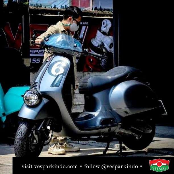 Vespa GTV 300 Sei Giorni  Live More Ride Vespa Saatnya anda miliki scooter matic legendaris Vespa!  Geser untuk lihat genuine aksesoris Vespa @vesparkindo dan lihat sorotan utk paket promo aksesoris   Tersedia penawaran leasing/kredit menarik untuk semua tipe Vespa. Cek info di web, link di bio  Hubungi dealer resmi Vespark Piaggio Vespa Medan Sumut @vesparkindo untuk pesanan Medan, Aceh, Riau dan Sumut Dealer tetap buka selama liburan silakan WA 0815-21-595959 untuk appointment, jam buka dan DM utk brosur terbaru  Kunjungi: VESPARK: Piaggio Vespa 3S ShowPark Jln Prof HM Yamin No.16A (simpang Jln Jawa)  Medan Telp. 061-456-5454 Cek IG @vesparkindo   @mr.bas_balon