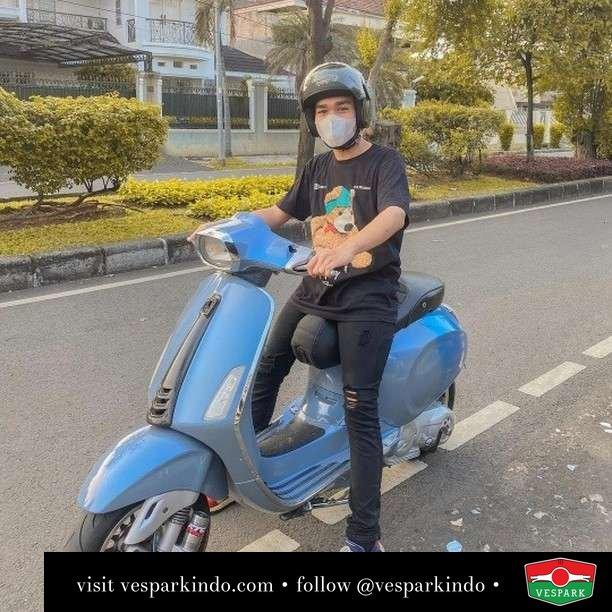 Cuma suka riding... emang kalo suka kamu boleh?  Live More Ride Vespa Saatnya anda miliki scooter matic legendaris Vespa!  Geser untuk lihat genuine aksesoris Vespa @vesparkindo dan lihat sorotan utk paket promo aksesoris   Tersedia penawaran leasing/kredit menarik untuk semua tipe Vespa. Cek info di web, link di bio  Hubungi dealer resmi Vespark Piaggio Vespa Medan Sumut @vesparkindo untuk pesanan Medan, Aceh, Riau dan Sumut Dealer tetap buka selama liburan silakan WA 0815-21-595959 untuk appointment, jam buka dan DM utk brosur terbaru  Kunjungi: VESPARK: Piaggio Vespa 3S ShowPark Jln Prof HM Yamin No.16A (simpang Jln Jawa)  Medan Telp. 061-456-5454 Cek IG @vesparkindo   feature @novalmutaharii