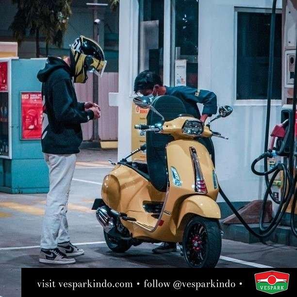 Fill up and ready to go  Live More Ride Vespa Saatnya anda miliki scooter matic legendaris Vespa!  Geser untuk lihat genuine aksesoris Vespa @vesparkindo dan lihat sorotan utk paket promo aksesoris   Tersedia penawaran leasing/kredit menarik untuk semua tipe Vespa. Cek info di web, link di bio  Hubungi dealer resmi Vespark Piaggio Vespa Medan Sumut @vesparkindo untuk pesanan Medan, Aceh, Riau dan Sumut Dealer tetap buka selama liburan silakan WA 0815-21-595959 untuk appointment, jam buka dan DM utk brosur terbaru  Kunjungi: VESPARK: Piaggio Vespa 3S ShowPark Jln Prof HM Yamin No.16A (simpang Jln Jawa)  Medan Telp. 061-456-5454 Cek IG @vesparkindo   feature @ryndrls_