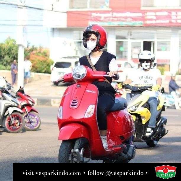 Kalau ketemu dijalan jangan ghosting  Live More Ride Vespa Saatnya anda miliki scooter matic legendaris Vespa!  Geser untuk lihat genuine aksesoris Vespa @vesparkindo dan lihat sorotan utk paket promo aksesoris   Tersedia penawaran leasing/kredit menarik untuk semua tipe Vespa. Cek info di web, link di bio  Hubungi dealer resmi Vespark Piaggio Vespa Medan Sumut @vesparkindo untuk pesanan Medan, Aceh, Riau dan Sumut Dealer tetap buka selama liburan silakan WA 0815-21-595959 untuk appointment, jam buka dan DM utk brosur terbaru  Kunjungi: VESPARK: Piaggio Vespa 3S ShowPark Jln Prof HM Yamin No.16A (simpang Jln Jawa)  Medan Telp. 061-456-5454 Cek IG @vesparkindo   @dwiayungsh_