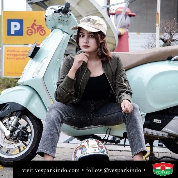 Kamu mau bonceng aku kemana  Live More Ride Vespa Saatnya anda miliki scooter matic legendaris Vespa!  Geser untuk lihat genuine aksesoris Vespa @vesparkindo dan lihat sorotan utk paket promo aksesoris   Tersedia penawaran leasing/kredit menarik untuk semua tipe Vespa. Cek info di web, link di bio  Hubungi dealer resmi Vespark Piaggio Vespa Medan Sumut @vesparkindo untuk pesanan Medan, Aceh, Riau dan Sumut Dealer tetap buka selama liburan silakan WA 0815-21-595959 untuk appointment, jam buka dan DM utk brosur terbaru  Kunjungi: VESPARK: Piaggio Vespa 3S ShowPark Jln Prof HM Yamin No.16A (simpang Jln Jawa)  Medan Telp. 061-456-5454 Cek IG @vesparkindo   @sasamahisaaa