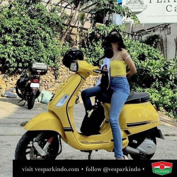 Live bright with Vespa   Live More Ride Vespa Saatnya anda miliki scooter matic legendaris Vespa!  Geser untuk lihat Vespa S terbaru dan genuine aksesoris Vespa @vesparkindo dan lihat sorotan utk paket promo aksesoris   Tersedia penawaran leasing/kredit menarik untuk semua tipe Vespa. Cek info di web, link di bio  Hubungi dealer resmi Vespark Piaggio Vespa Medan Sumut @vesparkindo untuk pesanan Medan, Aceh, Riau dan Sumut Dealer tetap buka selama liburan silakan WA 0815-21-595959 untuk appointment, jam buka dan DM utk brosur terbaru  Kunjungi: VESPARK: Piaggio Vespa 3S ShowPark Jln Prof HM Yamin No.16A (simpang Jln Jawa)  Medan Telp. 061-456-5454 Cek IG @vesparkindo    @iywagay