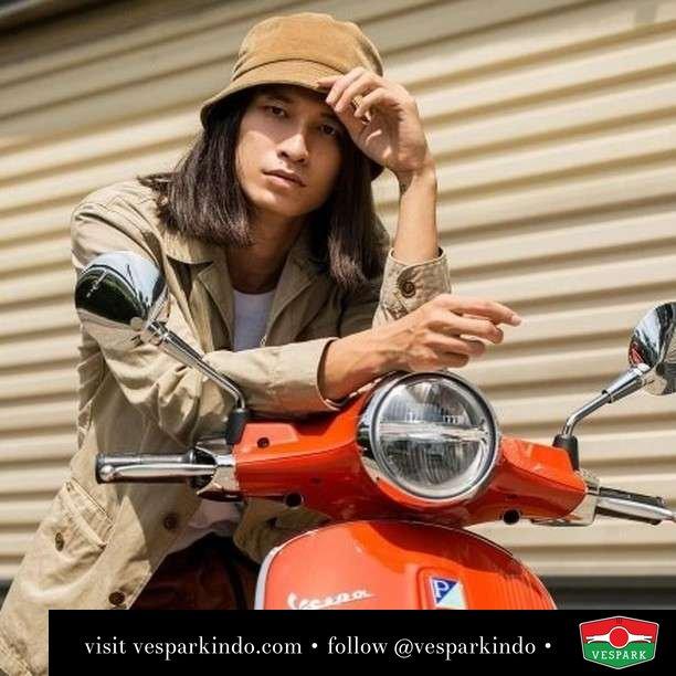 Look bright   Live More Ride Vespa Saatnya anda miliki scooter matic legendaris Vespa!  Geser untuk lihat genuine aksesoris Vespa @vesparkindo dan lihat sorotan utk paket promo aksesoris   Tersedia penawaran leasing/kredit menarik untuk semua tipe Vespa. Cek info di web, link di bio  Hubungi dealer resmi Vespark Piaggio Vespa Medan Sumut @vesparkindo untuk pesanan Medan, Aceh, Riau dan Sumut Dealer tetap buka selama liburan silakan WA 0815-21-595959 untuk appointment, jam buka dan DM utk brosur terbaru  Kunjungi: VESPARK: Piaggio Vespa 3S ShowPark Jln Prof HM Yamin No.16A (simpang Jln Jawa)  Medan Telp. 061-456-5454 Cek IG @vesparkindo   @lookermag
