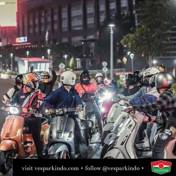 Night riding   Live More Ride Vespa Saatnya anda miliki scooter matic legendaris Vespa!  Geser untuk lihat genuine aksesoris Vespa @vesparkindo dan lihat sorotan utk paket promo aksesoris   Tersedia penawaran leasing/kredit menarik untuk semua tipe Vespa. Cek info di web, link di bio  Hubungi dealer resmi Vespark Piaggio Vespa Medan Sumut @vesparkindo untuk pesanan Medan, Aceh, Riau dan Sumut Dealer tetap buka selama liburan silakan WA 0815-21-595959 untuk appointment, jam buka dan DM utk brosur terbaru  Kunjungi: VESPARK: Piaggio Vespa 3S ShowPark Jln Prof HM Yamin No.16A (simpang Jln Jawa)  Medan Telp. 061-456-5454 Cek IG @vesparkindo   Feature @jkt.sc