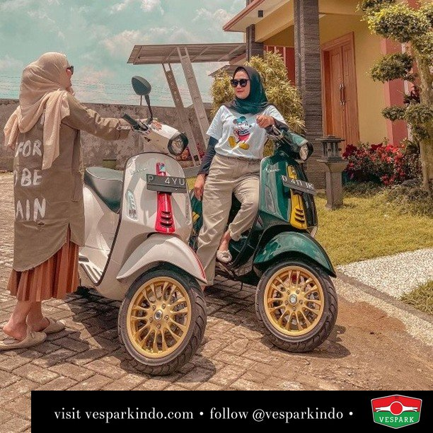Racing sixties lady  Live More Ride Vespa Saatnya anda miliki scooter matic legendaris Vespa!  Geser untuk lihat genuine aksesoris Vespa @vesparkindo dan lihat sorotan utk paket promo aksesoris   Tersedia penawaran leasing/kredit menarik untuk semua tipe Vespa. Cek info di web, link di bio  Hubungi dealer resmi Vespark Piaggio Vespa Medan Sumut @vesparkindo untuk pesanan Medan, Aceh, Riau dan Sumut Dealer tetap buka selama liburan silakan WA 0815-21-595959 untuk appointment, jam buka dan DM utk brosur terbaru  Kunjungi: VESPARK: Piaggio Vespa 3S ShowPark Jln Prof HM Yamin No.16A (simpang Jln Jawa)  Medan Telp. 061-456-5454 Cek IG @vesparkindo   @aiyuk_