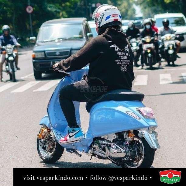 Baby blue Vespa Sprint custom   Live More Ride Vespa Saatnya anda miliki scooter matic legendaris Vespa!  Geser untuk lihat genuine aksesoris Vespa @vesparkindo dan lihat sorotan utk paket promo aksesoris   Tersedia penawaran leasing/kredit menarik untuk semua tipe Vespa. Cek info di web, link di bio  Hubungi dealer resmi Vespark Piaggio Vespa Medan Sumut @vesparkindo untuk pesanan Medan, Aceh, Riau dan Sumut Dealer tetap buka selama liburan silakan WA 0815-21-595959 untuk appointment, jam buka dan DM utk brosur terbaru  Kunjungi: VESPARK: Piaggio Vespa 3S ShowPark Jln Prof HM Yamin No.16A (simpang Jln Jawa)  Medan Telp. 061-456-5454 Cek IG @vesparkindo   feature @sprintsyafira