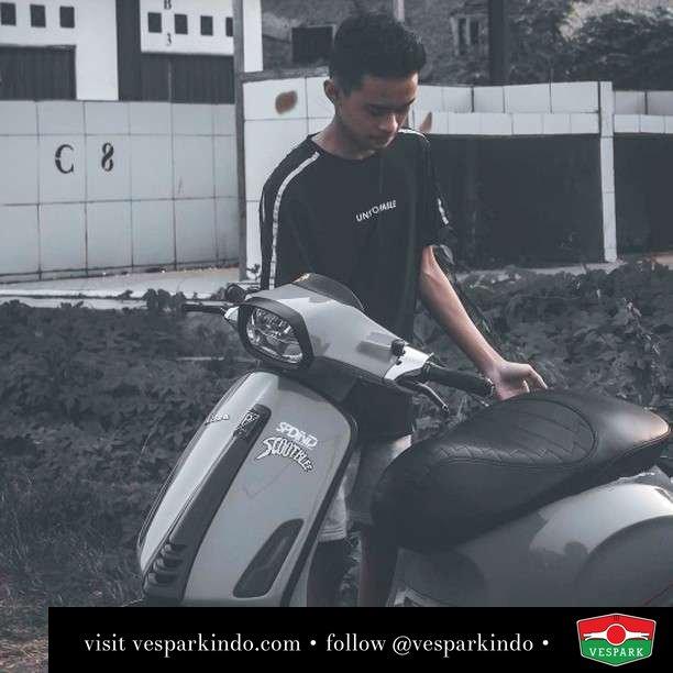 Grey days with Vespa Sprint  Live More Ride Vespa Saatnya anda miliki scooter matic legendaris Vespa!  Geser untuk lihat genuine aksesoris Vespa @vesparkindo dan lihat sorotan utk paket promo aksesoris   Tersedia penawaran leasing/kredit menarik untuk semua tipe Vespa. Cek info di web, link di bio  Hubungi dealer resmi Vespark Piaggio Vespa Medan Sumut @vesparkindo untuk pesanan Medan, Aceh, Riau dan Sumut Dealer tetap buka selama liburan silakan WA 0815-21-595959 untuk appointment, jam buka dan DM utk brosur terbaru  Kunjungi: VESPARK: Piaggio Vespa 3S ShowPark Jln Prof HM Yamin No.16A (simpang Jln Jawa)  Medan Telp. 061-456-5454 Cek IG @vesparkindo   feature @hafiizc_