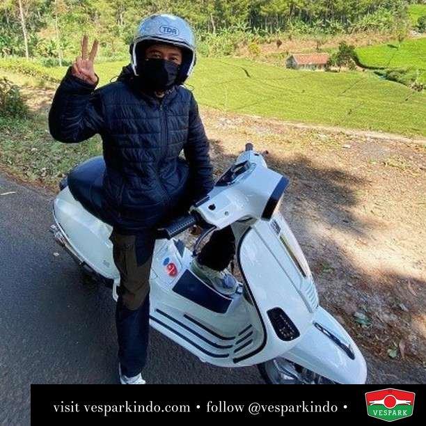 Kambing soon Vespa  Live More Ride Vespa Saatnya anda miliki scooter matic legendaris Vespa!  Geser untuk lihat genuine aksesoris Vespa @vesparkindo dan lihat sorotan utk paket promo aksesoris   Tersedia penawaran leasing/kredit menarik untuk semua tipe Vespa. Cek info di web, link di bio  Hubungi dealer resmi Vespark Piaggio Vespa Medan Sumut @vesparkindo untuk pesanan Medan, Aceh, Riau dan Sumut Dealer tetap buka selama liburan silakan WA 0815-21-595959 untuk appointment, jam buka dan DM utk brosur terbaru  Kunjungi: VESPARK: Piaggio Vespa 3S ShowPark Jln Prof HM Yamin No.16A (simpang Jln Jawa)  Medan Telp. 061-456-5454 Cek IG @vesparkindo   feature @kambingsoon