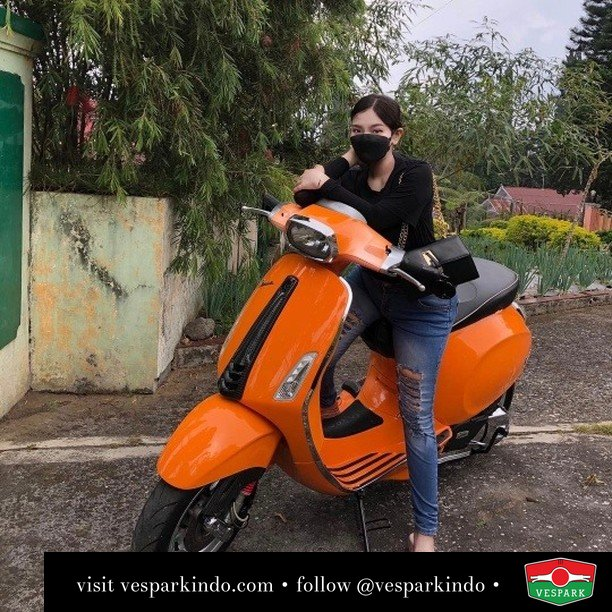 Naik Vespa Istimewa Ku naik dimuka   Live More Ride Vespa Saatnya anda miliki scooter matic legendaris Vespa!  Geser untuk lihat genuine aksesoris Vespa @vesparkindo dan lihat sorotan utk paket promo aksesoris   Tersedia penawaran leasing/kredit menarik untuk semua tipe Vespa. Cek info di web, link di bio  Hubungi dealer resmi Vespark Piaggio Vespa Medan Sumut @vesparkindo untuk pesanan Medan, Aceh, Riau dan Sumut Dealer tetap buka selama liburan silakan WA 0815-21-595959 untuk appointment, jam buka dan DM utk brosur terbaru  Kunjungi: VESPARK: Piaggio Vespa 3S ShowPark Jln Prof HM Yamin No.16A (simpang Jln Jawa)  Medan Telp. 061-456-5454 Cek IG @vesparkindo   feature @octaory