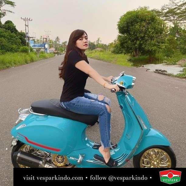 Nama Vespa Sprint ini cece, apa nama Vespa kamu biar Kenalan  Live More Ride Vespa Saatnya anda miliki scooter matic legendaris Vespa!  Geser untuk lihat genuine aksesoris Vespa @vesparkindo dan lihat sorotan utk paket promo aksesoris   Tersedia penawaran leasing/kredit menarik untuk semua tipe Vespa. Cek info di web, link di bio  Hubungi dealer resmi Vespark Piaggio Vespa Medan Sumut @vesparkindo untuk pesanan Medan, Aceh, Riau dan Sumut Dealer tetap buka selama liburan silakan WA 0815-21-595959 untuk appointment, jam buka dan DM utk brosur terbaru  Kunjungi: VESPARK: Piaggio Vespa 3S ShowPark Jln Prof HM Yamin No.16A (simpang Jln Jawa)  Medan Telp. 061-456-5454 Cek IG @vesparkindo   feature @sherlynovitaaaa @kevinkaskarino