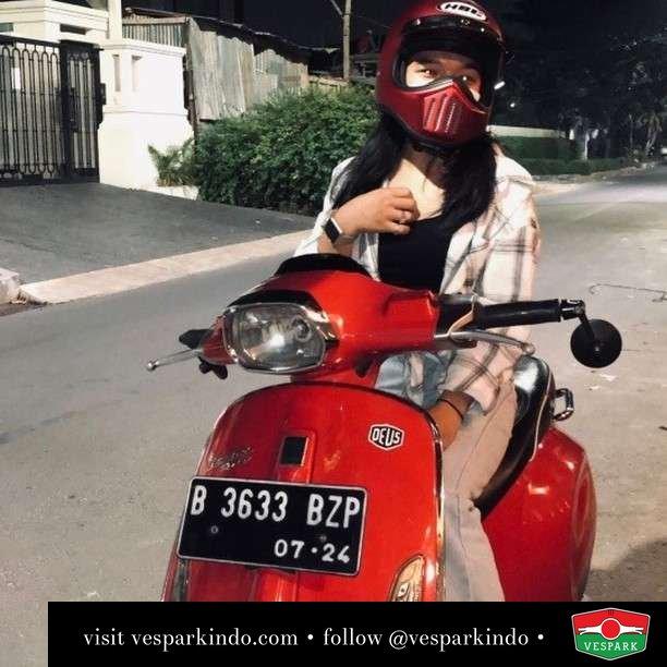 Red riding hood  Live More Ride Vespa Saatnya anda miliki scooter matic legendaris Vespa!  Geser untuk lihat genuine aksesoris Vespa @vesparkindo dan lihat sorotan utk paket promo aksesoris   Tersedia penawaran leasing/kredit menarik untuk semua tipe Vespa. Cek info di web, link di bio  Hubungi dealer resmi Vespark Piaggio Vespa Medan Sumut @vesparkindo untuk pesanan Medan, Aceh, Riau dan Sumut Dealer tetap buka selama liburan silakan WA 0815-21-595959 untuk appointment, jam buka dan DM utk brosur terbaru  Kunjungi: VESPARK: Piaggio Vespa 3S ShowPark Jln Prof HM Yamin No.16A (simpang Jln Jawa)  Medan Telp. 061-456-5454 Cek IG @vesparkindo   feature @achasalsbila