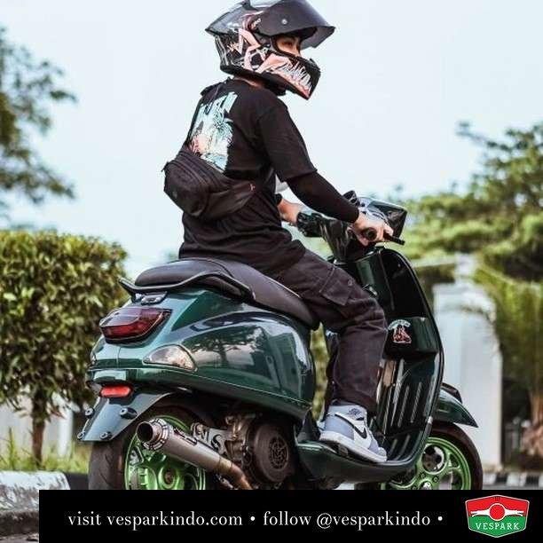 Ride your own style  Live More Ride Vespa Saatnya anda miliki scooter matic legendaris Vespa!  Geser untuk lihat Vespa.S terbaru @vesparkindo dan lihat sorotan utk paket promo aksesoris   Tersedia penawaran leasing/kredit menarik untuk semua tipe Vespa. Cek info di web, link di bio  Hubungi dealer resmi Vespark Piaggio Vespa Medan Sumut @vesparkindo untuk pesanan Medan, Aceh, Riau dan Sumut Dealer tetap buka selama liburan silakan WA 0815-21-595959 untuk appointment, jam buka dan DM utk brosur terbaru  Kunjungi: VESPARK: Piaggio Vespa 3S ShowPark Jln Prof HM Yamin No.16A (simpang Jln Jawa)  Medan Telp. 061-456-5454 Cek IG @vesparkindo   Feature @selmost.id