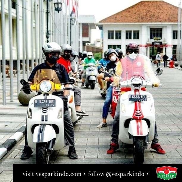 Riding Veslin  Live More Ride Vespa Saatnya anda miliki scooter matic legendaris Vespa!  Geser untuk lihat genuine aksesoris Vespa @vesparkindo dan lihat sorotan utk paket promo aksesoris   Tersedia penawaran leasing/kredit menarik untuk semua tipe Vespa. Cek info di web, link di bio  Hubungi dealer resmi Vespark Piaggio Vespa Medan Sumut @vesparkindo untuk pesanan Medan, Aceh, Riau dan Sumut Dealer tetap buka selama liburan silakan WA 0815-21-595959 untuk appointment, jam buka dan DM utk brosur terbaru  Kunjungi: VESPARK: Piaggio Vespa 3S ShowPark Jln Prof HM Yamin No.16A (simpang Jln Jawa)  Medan Telp. 061-456-5454 Cek IG @vesparkindo   feature @veslin.id