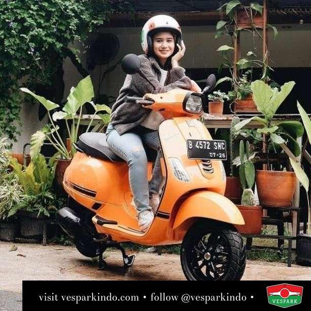 Selebriti Vespa S girl  Live More Ride Vespa Saatnya anda miliki scooter matic legendaris Vespa!  Geser untuk lihat Vespa S terbaru dan genuine aksesoris Vespa @vesparkindo dan lihat sorotan utk paket promo aksesoris   Tersedia penawaran leasing/kredit menarik untuk semua tipe Vespa. Cek info di web, link di bio  Hubungi dealer resmi Vespark Piaggio Vespa Medan Sumut @vesparkindo untuk pesanan Medan, Aceh, Riau dan Sumut Dealer tetap buka selama liburan silakan WA 0815-21-595959 untuk appointment, jam buka dan DM utk brosur terbaru  Kunjungi: VESPARK: Piaggio Vespa 3S ShowPark Jln Prof HM Yamin No.16A (simpang Jln Jawa)  Medan Telp. 061-456-5454 Cek IG @vesparkindo    feature @tissabiani