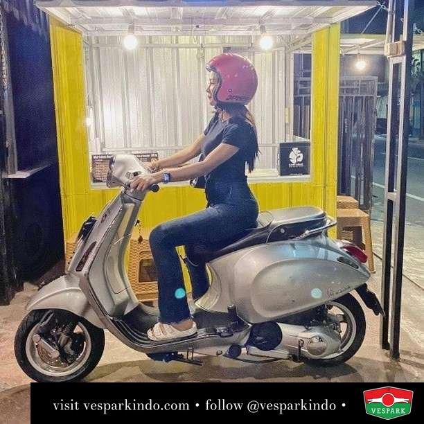 Silver queen   Live More Ride Vespa Saatnya anda miliki scooter matic legendaris Vespa!  Geser untuk lihat genuine aksesoris Vespa @vesparkindo dan lihat sorotan utk paket promo aksesoris   Tersedia penawaran leasing/kredit menarik untuk semua tipe Vespa. Cek info di web, link di bio  Hubungi dealer resmi Vespark Piaggio Vespa Medan Sumut @vesparkindo untuk pesanan Medan, Aceh, Riau dan Sumut Dealer tetap buka selama liburan silakan WA 0815-21-595959 untuk appointment, jam buka dan DM utk brosur terbaru  Kunjungi: VESPARK: Piaggio Vespa 3S ShowPark Jln Prof HM Yamin No.16A (simpang Jln Jawa)  Medan Telp. 061-456-5454 Cek IG @vesparkindo   @elsaaseptia09