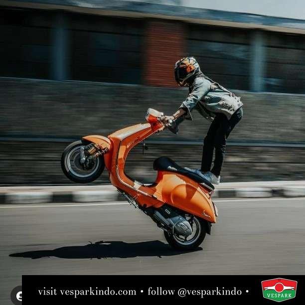 Sprint up your life with Vespa Sprint  Live More Ride Vespa Saatnya anda miliki scooter matic legendaris Vespa!  Geser untuk lihat genuine aksesoris Vespa @vesparkindo dan lihat sorotan utk paket promo aksesoris   Tersedia penawaran leasing/kredit menarik untuk semua tipe Vespa. Cek info di web, link di bio  Hubungi dealer resmi Vespark Piaggio Vespa Medan Sumut @vesparkindo untuk pesanan Medan, Aceh, Riau dan Sumut Dealer tetap buka selama liburan silakan WA 0815-21-595959 untuk appointment, jam buka dan DM utk brosur terbaru  Kunjungi: VESPARK: Piaggio Vespa 3S ShowPark Jln Prof HM Yamin No.16A (simpang Jln Jawa)  Medan Telp. 061-456-5454 Cek IG @vesparkindo   feature @gustiden_