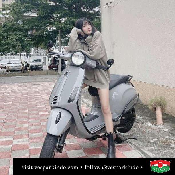 Stylish ride   Live More Ride Vespa Saatnya anda miliki scooter matic legendaris Vespa!  Geser untuk lihat genuine aksesoris Vespa @vesparkindo dan lihat sorotan utk paket promo aksesoris   Tersedia penawaran leasing/kredit menarik untuk semua tipe Vespa. Cek info di web, link di bio  Hubungi dealer resmi Vespark Piaggio Vespa Medan Sumut @vesparkindo untuk pesanan Medan, Aceh, Riau dan Sumut Dealer tetap buka selama liburan silakan WA 0815-21-595959 untuk appointment, jam buka dan DM utk brosur terbaru  Kunjungi: VESPARK: Piaggio Vespa 3S ShowPark Jln Prof HM Yamin No.16A (simpang Jln Jawa)  Medan Telp. 061-456-5454 Cek IG @vesparkindo   feature @n1___n1n1n1