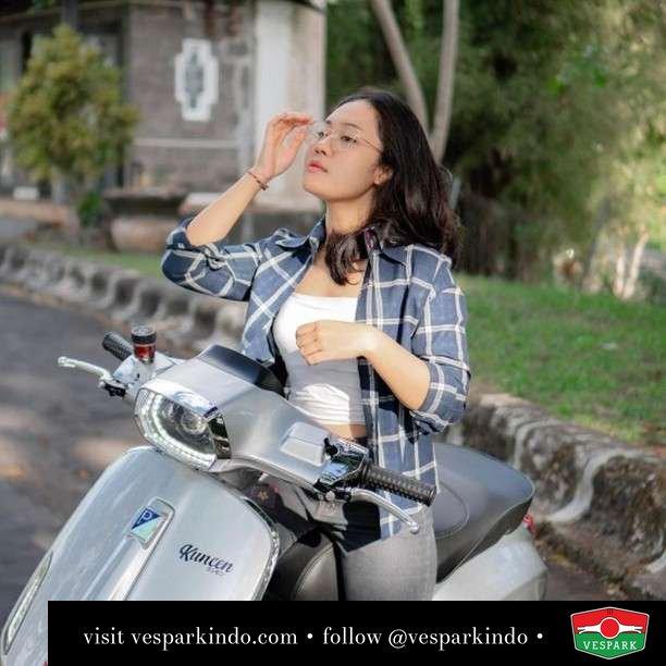 Sweet Vespa Sprint gal  Live More Ride Vespa Saatnya anda miliki scooter matic legendaris Vespa!  Geser untuk lihat genuine aksesoris Vespa @vesparkindo dan lihat sorotan utk paket promo aksesoris   Tersedia penawaran leasing/kredit menarik untuk semua tipe Vespa. Cek info di web, link di bio  Hubungi dealer resmi Vespark Piaggio Vespa Medan Sumut @vesparkindo untuk pesanan Medan, Aceh, Riau dan Sumut Dealer tetap buka selama liburan silakan WA 0815-21-595959 untuk appointment, jam buka dan DM utk brosur terbaru  Kunjungi: VESPARK: Piaggio Vespa 3S ShowPark Jln Prof HM Yamin No.16A (simpang Jln Jawa)  Medan Telp. 061-456-5454 Cek IG @vesparkindo   feature @utaridharmayanti
