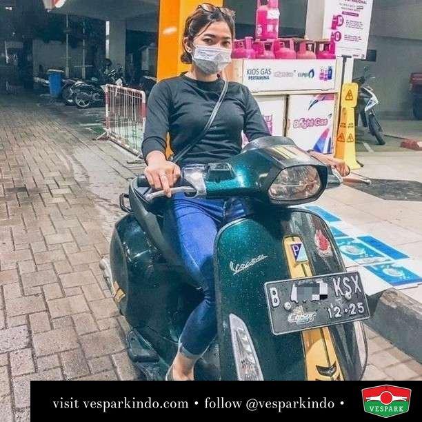Vespa Sprint Racing 60s Vespa girl  Live More Ride Vespa Saatnya anda miliki scooter matic legendaris Vespa!  Geser untuk lihat genuine aksesoris Vespa @vesparkindo dan lihat sorotan utk paket promo aksesoris   Tersedia penawaran leasing/kredit menarik untuk semua tipe Vespa. Cek info di web, link di bio  Hubungi dealer resmi Vespark Piaggio Vespa Medan Sumut @vesparkindo untuk pesanan Medan, Aceh, Riau dan Sumut Dealer tetap buka selama liburan silakan WA 0815-21-595959 untuk appointment, jam buka dan DM utk brosur terbaru  Kunjungi: VESPARK: Piaggio Vespa 3S ShowPark Jln Prof HM Yamin No.16A (simpang Jln Jawa)  Medan Telp. 061-456-5454 Cek IG @vesparkindo   feature @delviatrarnsk
