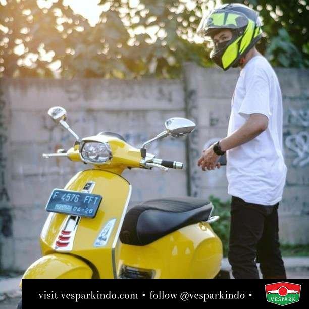 Yellow Vespa Sprint  Live More Ride Vespa Saatnya anda miliki scooter matic legendaris Vespa!  Geser untuk lihat genuine aksesoris Vespa @vesparkindo dan lihat sorotan utk paket promo aksesoris   Tersedia penawaran leasing/kredit menarik untuk semua tipe Vespa. Cek info di web, link di bio  Hubungi dealer resmi Vespark Piaggio Vespa Medan Sumut @vesparkindo untuk pesanan Medan, Aceh, Riau dan Sumut Dealer tetap buka selama liburan silakan WA 0815-21-595959 untuk appointment, jam buka dan DM utk brosur terbaru  Kunjungi: VESPARK: Piaggio Vespa 3S ShowPark Jln Prof HM Yamin No.16A (simpang Jln Jawa)  Medan Telp. 061-456-5454 Cek IG @vesparkindo   feature @ryandrales