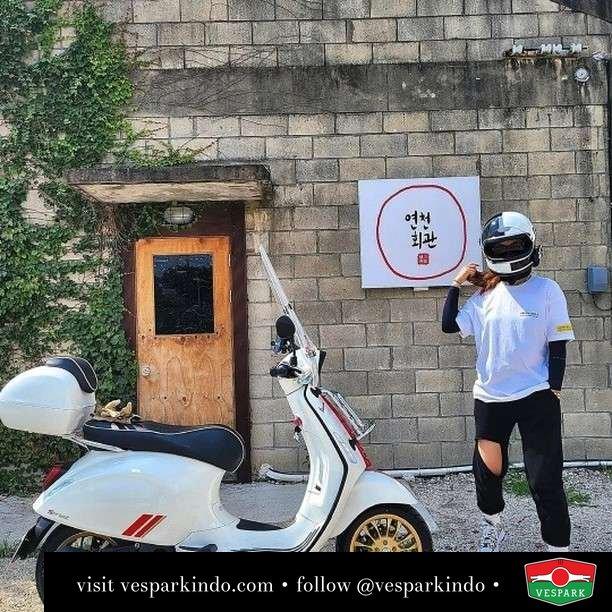 Vespa Sprint Racing 60s  Live More Ride Vespa Saatnya anda miliki scooter matic legendaris Vespa!  Geser untuk lihat genuine aksesoris Vespa @vesparkindo dan lihat sorotan utk paket promo aksesoris   Tersedia penawaran leasing/kredit menarik untuk semua tipe Vespa. Cek info di web, link di bio  Hubungi dealer resmi Vespark Piaggio Vespa Medan Sumut @vesparkindo untuk pesanan Medan, Aceh, Riau dan Sumut Dealer tetap buka selama liburan silakan WA 0815-21-595959 untuk appointment, jam buka dan DM utk brosur terbaru  Kunjungi: VESPARK: Piaggio Vespa 3S ShowPark Jln Prof HM Yamin No.16A (simpang Jln Jawa)  Medan Telp. 061-456-5454 Cek IG @vesparkindo   @j__mihee