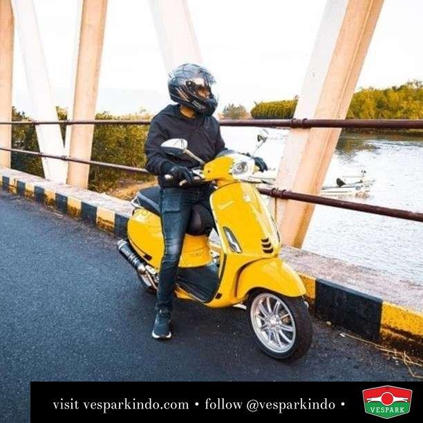 Yellow Vespa Sprint   Live More Ride Vespa Saatnya anda miliki scooter matic legendaris Vespa!  Geser untuk lihat genuine aksesoris Vespa @vesparkindo dan lihat sorotan utk paket promo aksesoris   Tersedia penawaran leasing/kredit menarik untuk semua tipe Vespa. Cek info di web, link di bio  Hubungi dealer resmi Vespark Piaggio Vespa Medan Sumut @vesparkindo untuk pesanan Medan, Aceh, Riau dan Sumut Dealer tetap buka selama liburan silakan WA 0815-21-595959 untuk appointment, jam buka dan DM utk brosur terbaru  Kunjungi: VESPARK: Piaggio Vespa 3S ShowPark Jln Prof HM Yamin No.16A (simpang Jln Jawa)  Medan Telp. 061-456-5454 Cek IG @vesparkindo   feature @ilhamakbrp