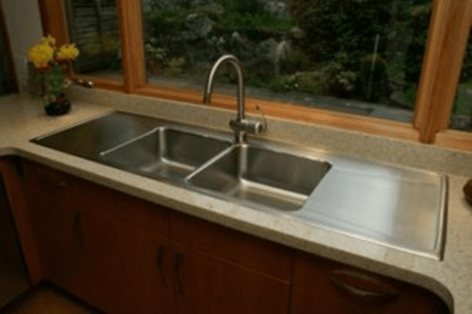 Double deep sinks with integrated drainboards