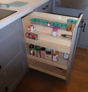 Condiment pullout beside cooktop