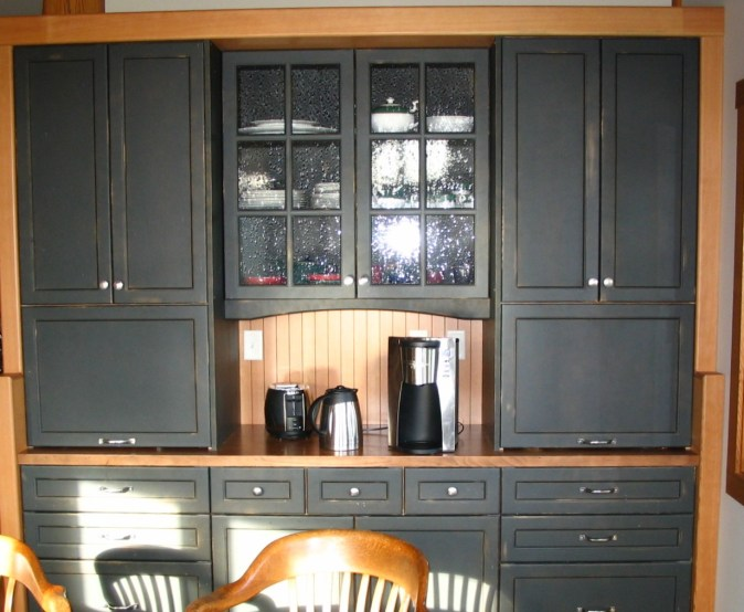 custom hutch in breakfast area