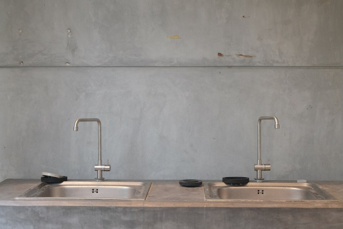 grey concrete coating backsplash