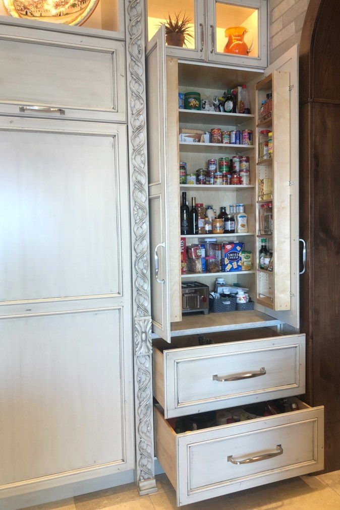 Upper cabinet to countertop with storage accessories