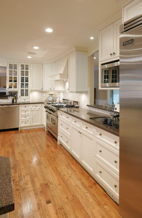 White kitchen cooking zone