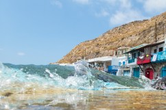 Bølger som slår innover land
