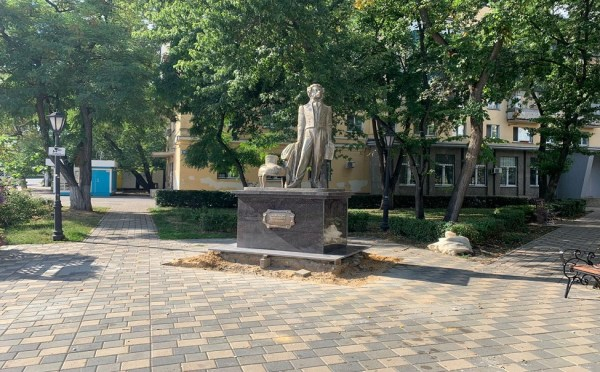 Липецк   В Липецке вернули на место памятник Пушкину ...