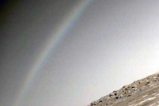 """В NASA назвали причины появления """"радуги"""" на Марсе"""