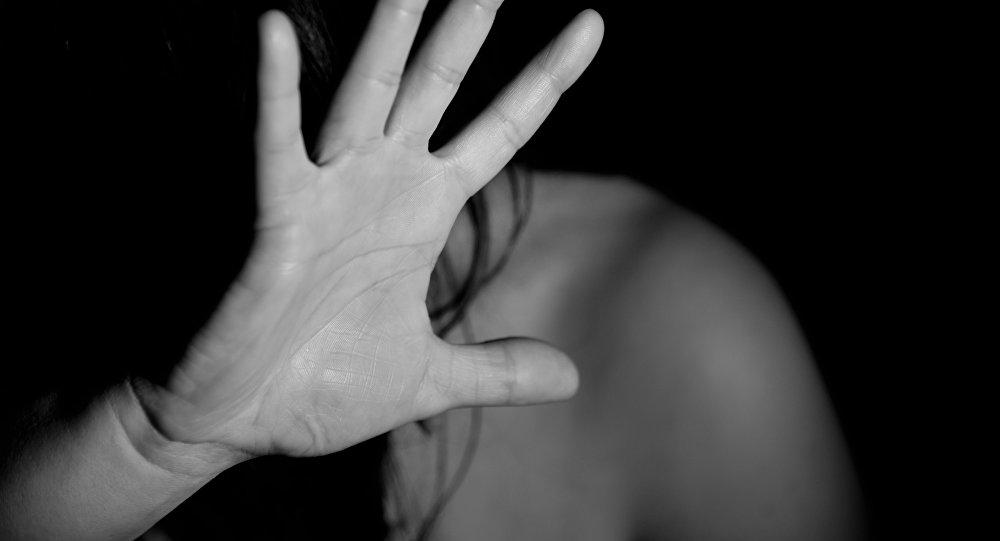 Мигранты изнасиловали и выбросили девушку из окна