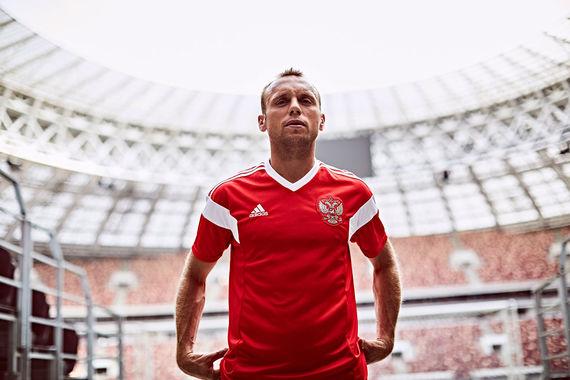 Сборная России по футболу показала новую форму для ЧМ-2018