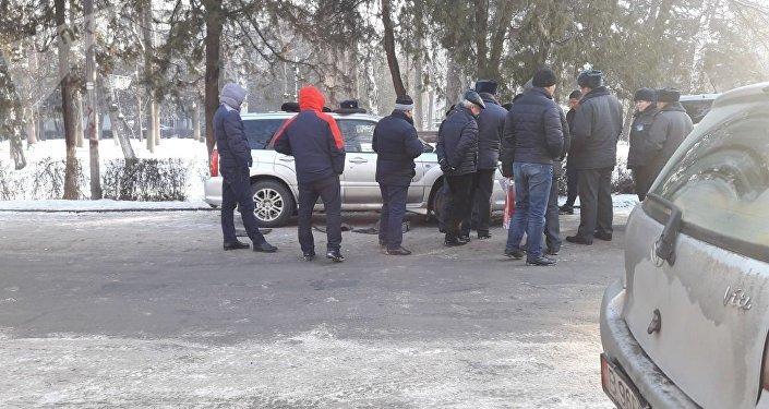 В центре столицы обыскали автомобиль с членами ОПГ