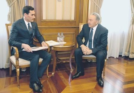 Глава Туркмении понизил родного сына в должности